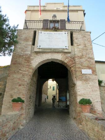 Castello di Fiorenzuola di Focara
