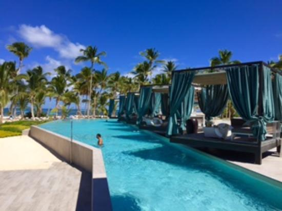 Pearl Beach Club Cabanas On The Pool