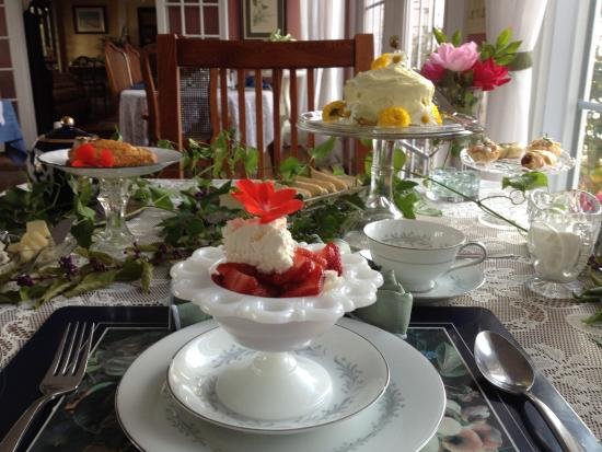 1848 Island Manor House: Part of the scrumptious tea spread!