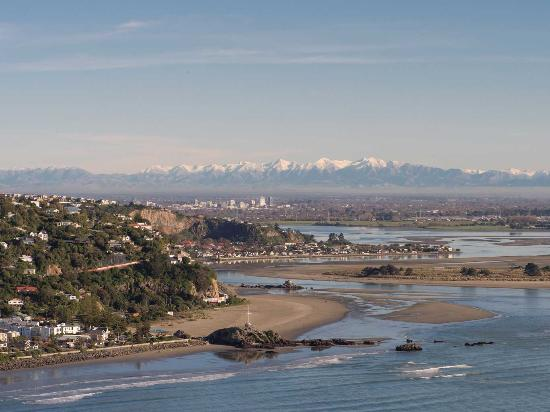 Christchurch, New Zealand: View from Pacific Ocean to Southern Alps
