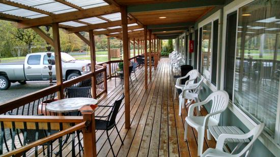 Amanda Park, WA: Covered deck/porch