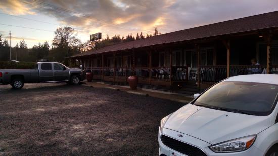 Amanda Park, WA: Parking Lot