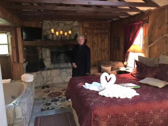 Arrowhead Pine Rose Cabins: Rustic Romance Cabin