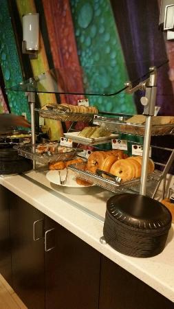 breakfast buffet picture of springhill suites houston brookhollow rh tripadvisor com