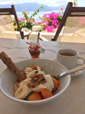 Chelidonia Villas: Breakfast- fruit from our welcome basket, the rest from the market & bakery right down the stree