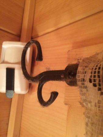 Tanglewood Cabins: Curtain rod dust