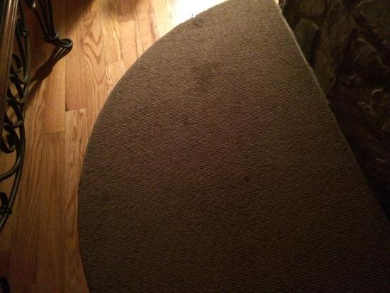 Tanglewood Cabins: Stained Carpet