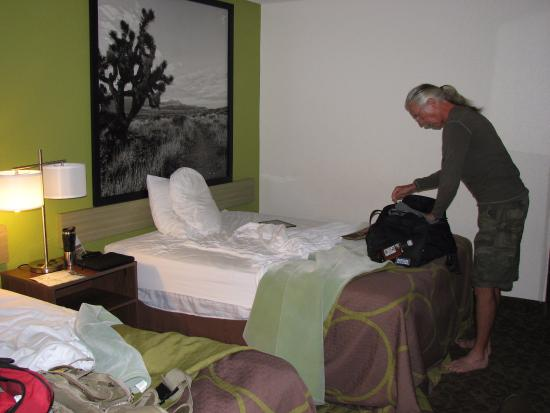 Super 8 Kingman: our room