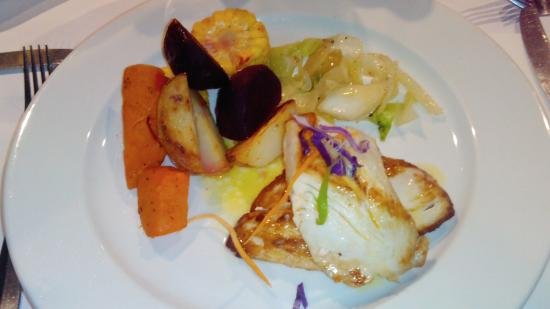 Coral Cafe at the Museum: Kingfish and selected vegetables