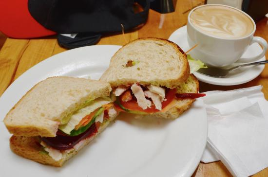 Coral Cafe at the Museum: Fresh chicken and salad sandwich