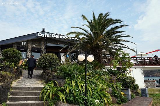 Cafe Delmoondo