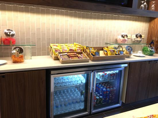 Richmond Marriott Short Pump: Complimentary snacks