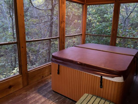 Delicieux Cabins At Green Mountain: Hot Tub On Screened Porch