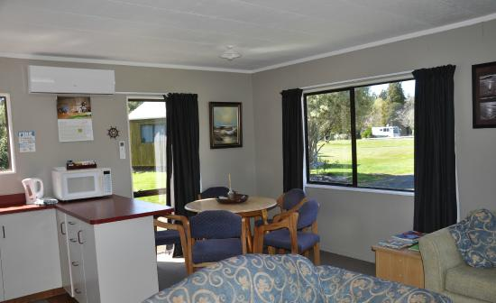 Seabreeze Holiday Park : Lounge/dining area in 3 bedroom house