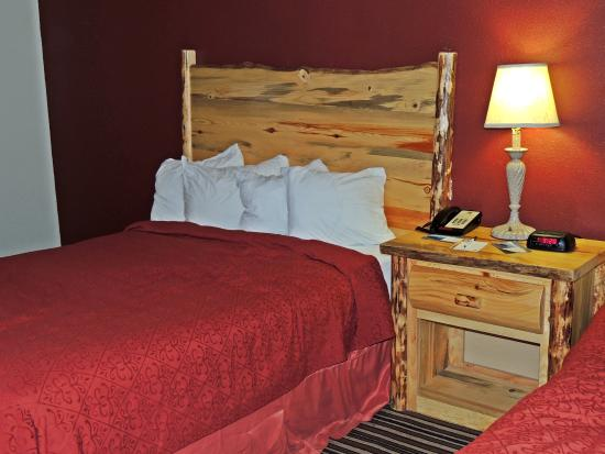 Comfort Inn of Butte: Wood frame accent on bed and table.