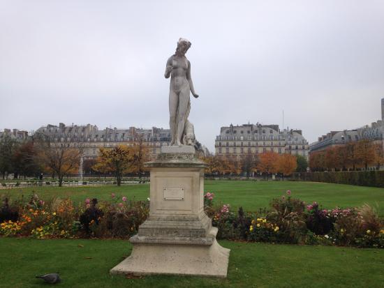 L 39 une des nombreuses statues du jardin picture of jardin for Jardin tuileries