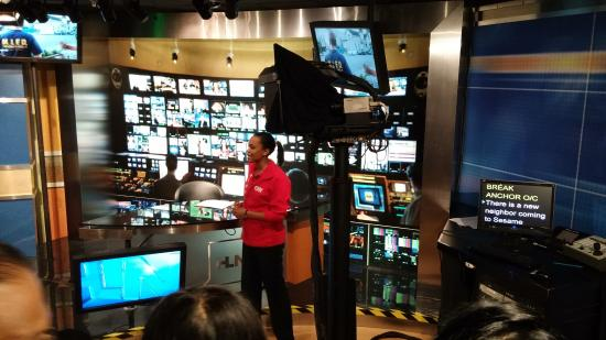 Cnn Studio Tours The Anchors Desk Replica