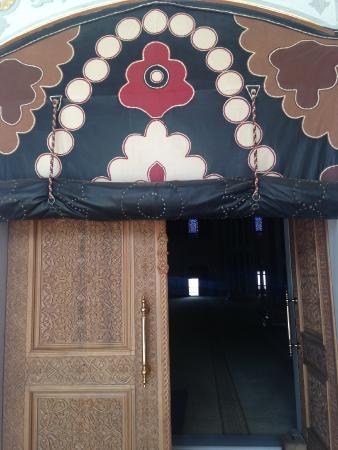 Abdulhamid Han Camii: ahşap oymalı kapı