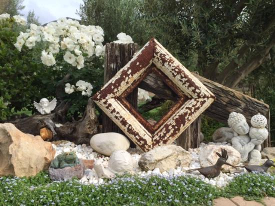 Mirihof Olive Guest Farm: garden detail