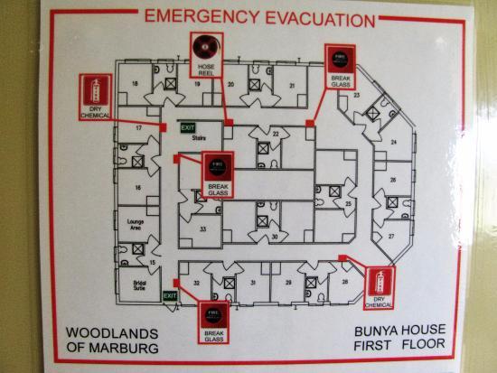 Entry foyer with qs bed in room thru doorway picture of woodlands of marburg marburg for Emergency room design floor plan