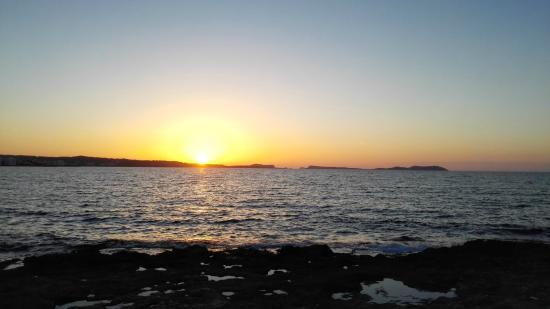 Hostal Balearic: Sunset from the boardwalk near hotel