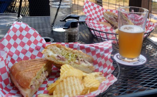 Thompson Falls, MT: Weizenbier und Bacon Roll