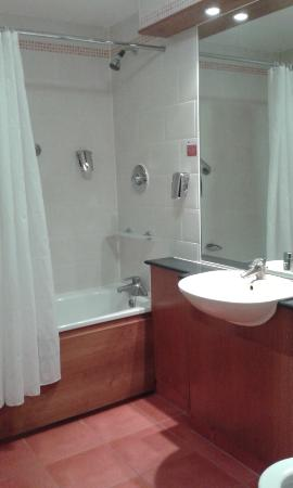 Ramada London South Ruislip Bathroom
