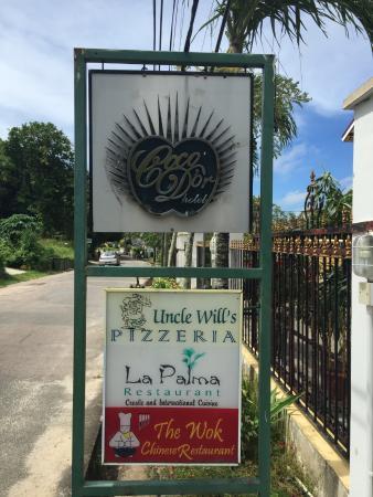 Coco d'Or Hotel & Restaurant: вывеска на входе