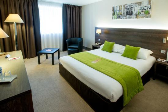 Chambre vert anis - Photo de Qualys Hotel Lyon Nord, La Tour-de ...