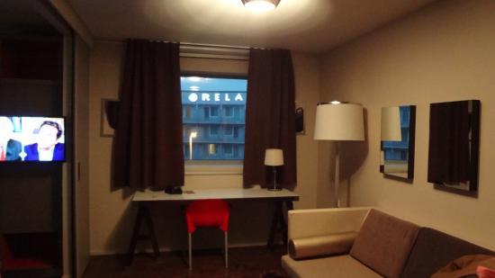Quality Only Suites CDG Airport: vue sur hotel en face