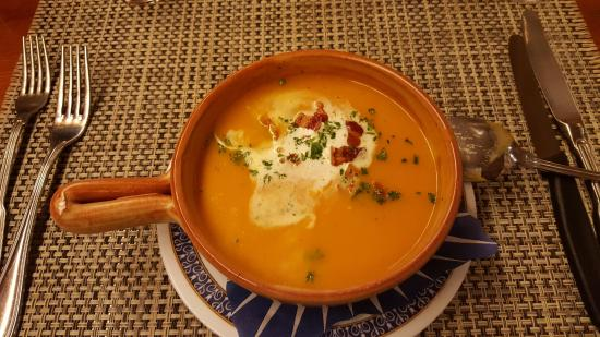 Evolene, Suiza: Crème de potiron et lard du mayen