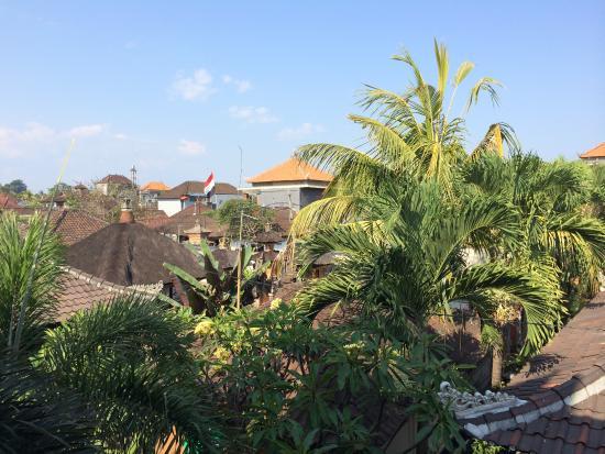 Dewi Antara Homestay: Vue sur les toits pour les chambres à l'étage