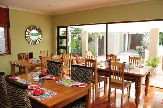 Bayside Guesthouse: Breakfast Dining Area