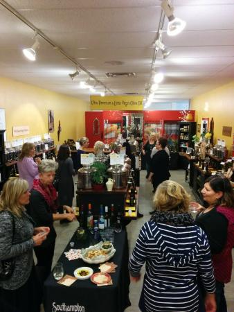 Southampton, Canadá: Lively After-Hours Private Tasting Event