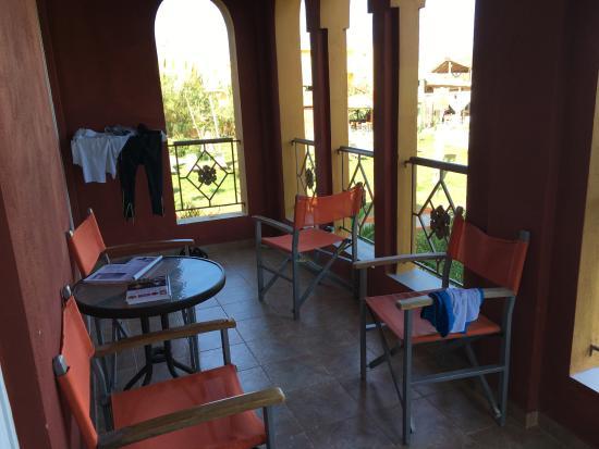 Orpheas Resort: die großzügige Terasse von Suite 509