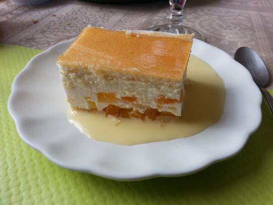 Plouaret, Frankrike: One of the choices for dessert
