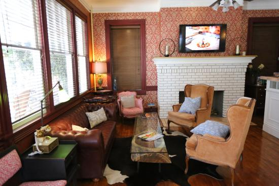 The Cordova Inn: Reception Area, great for evening relaxation with family and friends