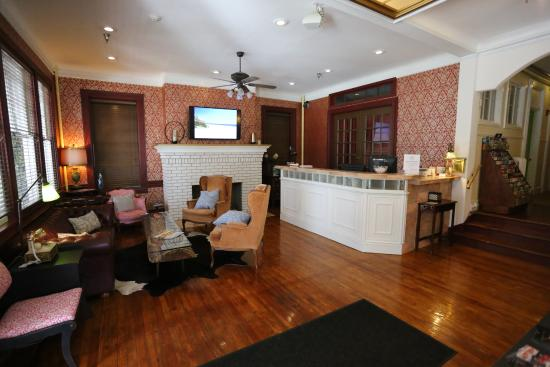 The Cordova Inn: Front Desk