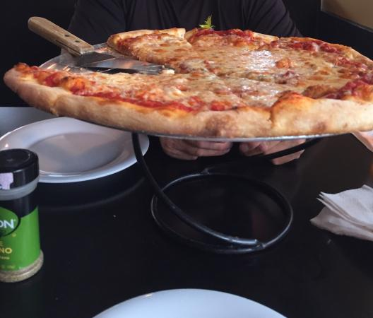 Brucci's Pizza: Their pizza is delicious