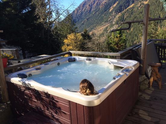 jacuzzi sur la terrasse avec vue sur chamonix picture of les chalets de philippe chamonix. Black Bedroom Furniture Sets. Home Design Ideas