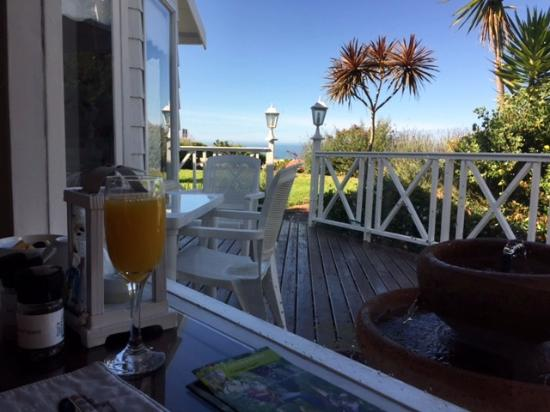 Brenton Beach House: View at breakfast