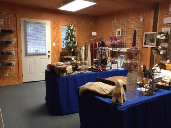 Louisburg, Caroline du Nord : Inside our Gift Shop