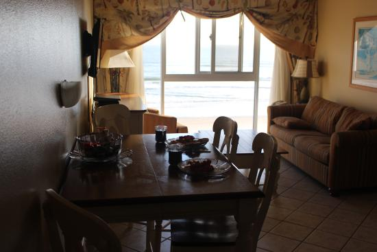 Grand Seas Resort: Kitchen/Dining View