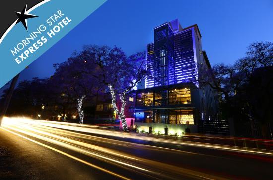 Morning Star Express Hotel: Hotel at night