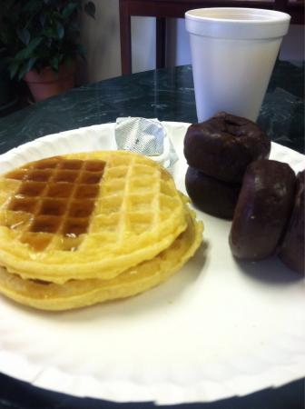 President Inn & Suites: Stay was awesome! Breakfast wasn't bad! Consisted of waffles, donuts, burrito, cereal, orange ju