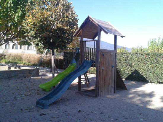 L'Arcada de Fares: zona de juegos infantiles