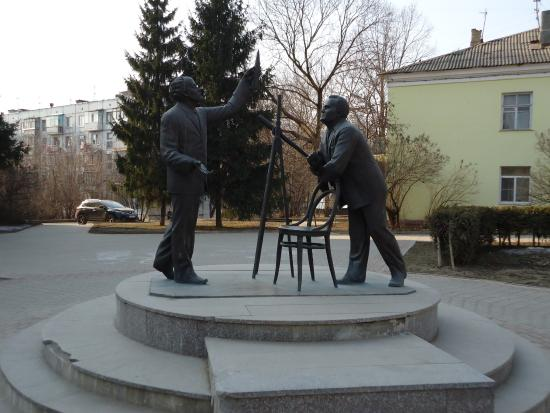 ‪The Sculptural Composition K.E. Tsiolkovskiy and S.P. Korolev‬