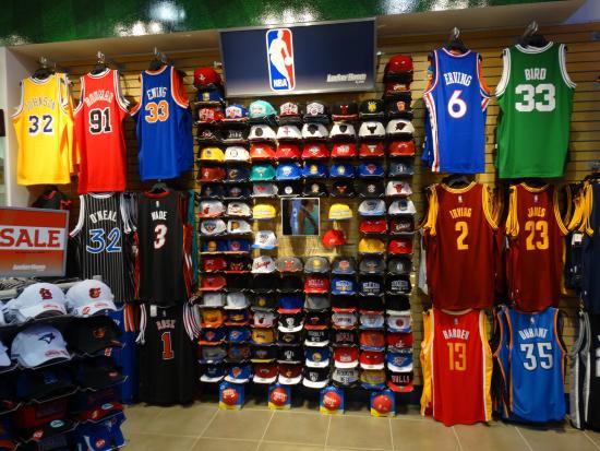 Caribe Hilton San Juan  Local comercial venta de ropa deportiva americana  centro comercial Las Américas 71e291c84f34b