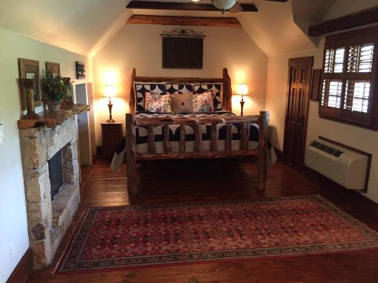 The Lodge Above Town Creek: Guardian Suite Bedroom Upstairs