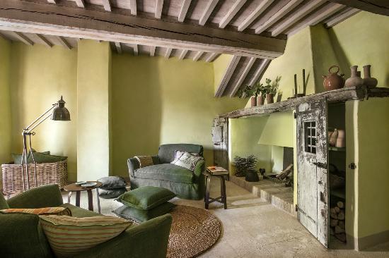 Castiglioncello del Trinoro, Italija: Hearth Room - Villa Muri Antichi